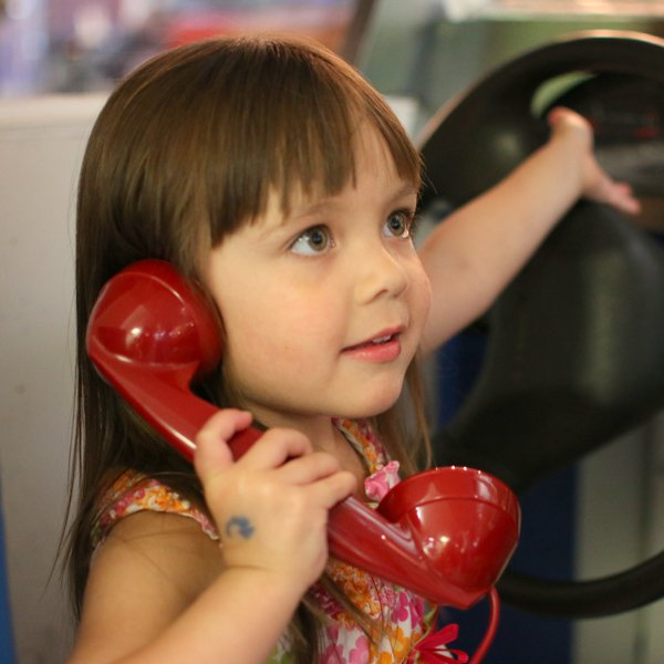 little-girl-on-phone_44